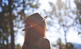 Girl in Fedora Staring at the Sun Christian Stock Photo耳を澄ませて