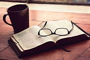 morning-devotions-christian-stock-image%e5%b1%b1%e6%9c%ac